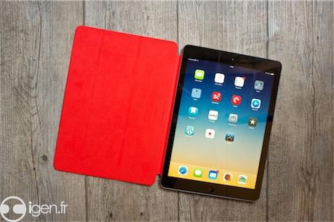 L'iPad Air Smart Cover est disponible en noir, rose, jaune, bleu ou vert, les Apple Store proposant de plus un modèle Product Red. Les deux faces sont désormais de la même couleur.